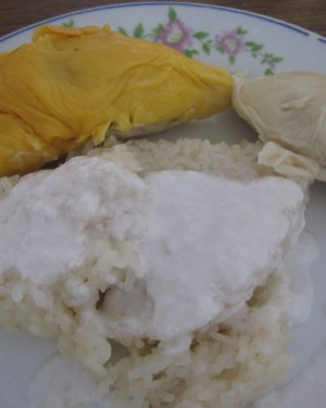 Steamed Pulut Putih Served With Durian/Mango